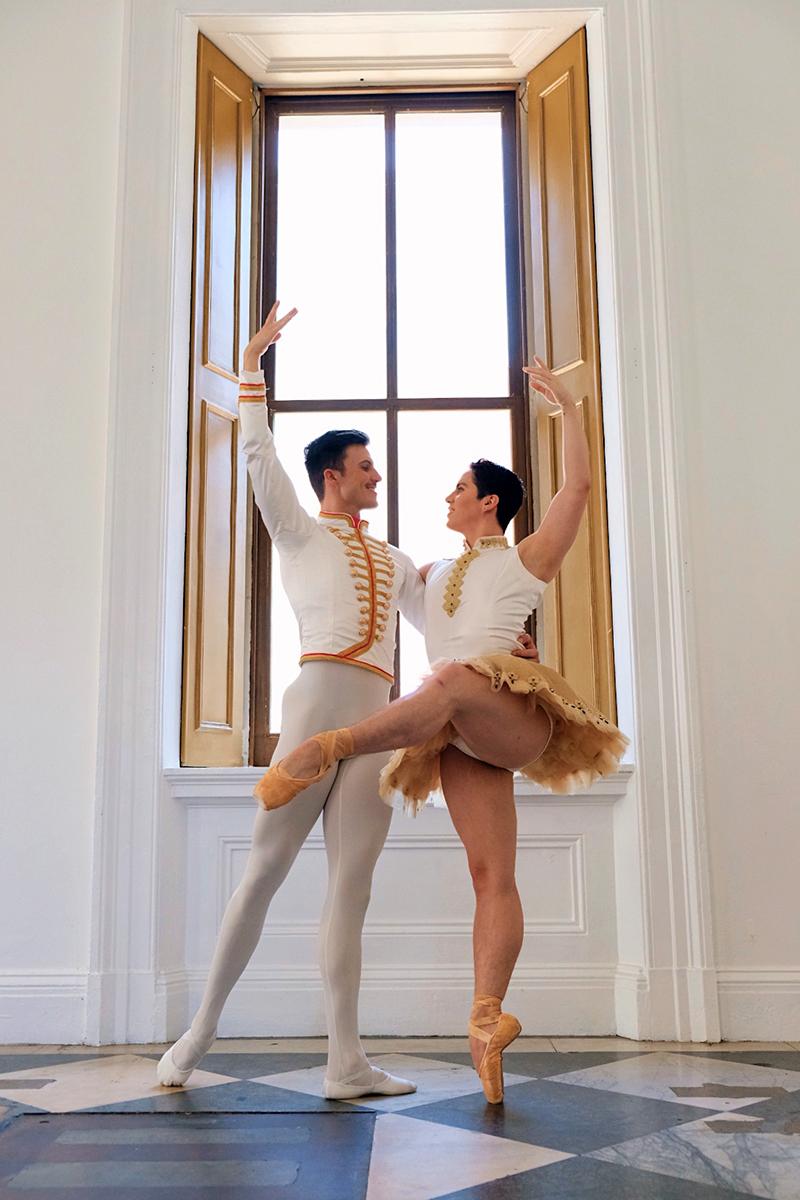 Two mxn in classical pas de deux pose